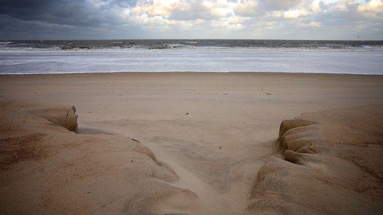 La plage d'Oostende (Belgique) mangée par la tempête Xaver, le 6 décembre 2013. (KURT DESPLENTER / BELGA / AFP)