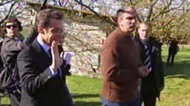 Nicolas Sarkozy en visite dans une exploitation céréalière d'Ile-de-France le 6 avril 2010 (France 2)