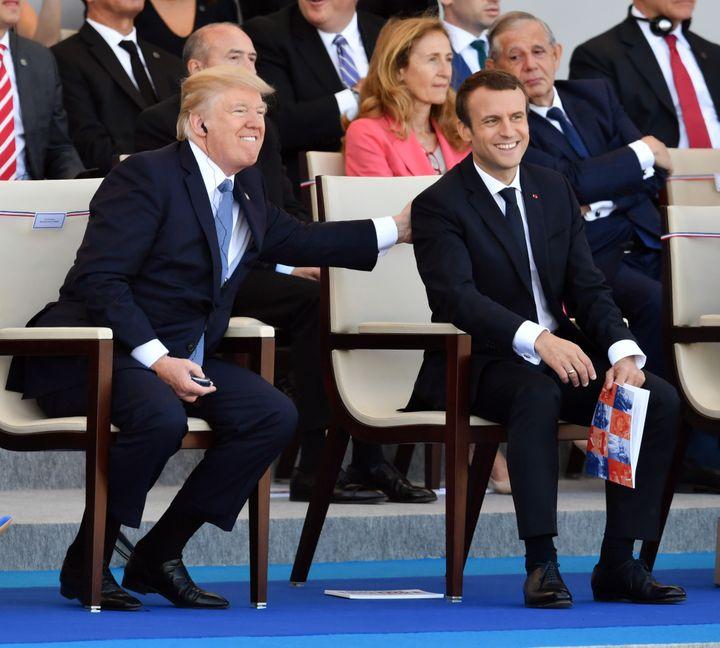 Donald Trump et Emmanuel Macron lors du défilé du 14-Juillet, à Paris, le 14 juillet 2017. (MUSTAFA YALCIN / ANADOLU AGENCY / AFP)