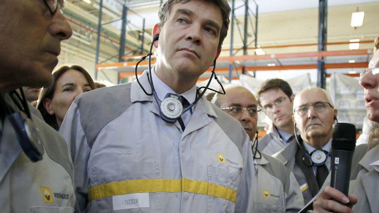 Le ministre du Redressement productif Arnaud Montebourg, lors de savisite de l'usine Renault de Cléon (Seine-Maritime), le 26 septembre. (CHARLY TRIBALLEAU / AFP)