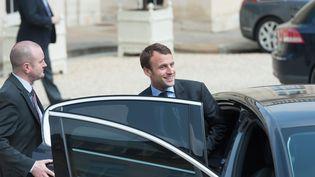 Le ministre de l'Economie, Emmanuel Macron, quitte l'Elysée, le 8 juin 2016. (WITT / SIPA)