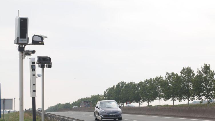 Un radar tourelle sur la RD 14, dans le Val d'Oise. (OLIVIER BOITET / MAXPPP)