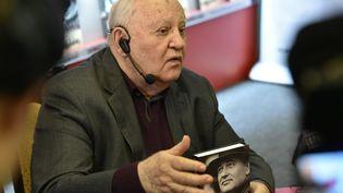 """L'ancien président russe,Mikhail Gorbachev,le 10 octobre 2017, lors de la présentation de son livre """"I remain an Optimist"""", dans une librairie de Moscou. (VASILY MAXIMOV / AFP)"""