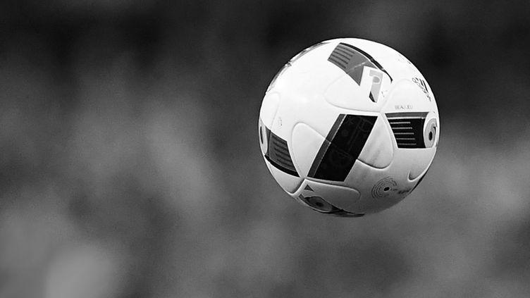 Le ballon rond (FRANCK FIFE / AFP)