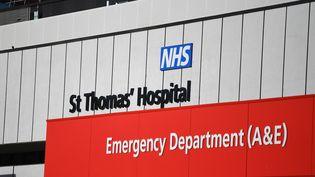 L'hôpital central St Thomas à Londres où le Premier ministre Boris Johnson est en soins intensifs depuis le 7avril, victime de complications liées au coronavirus. (DANIEL LEAL-OLIVAS / AFP)