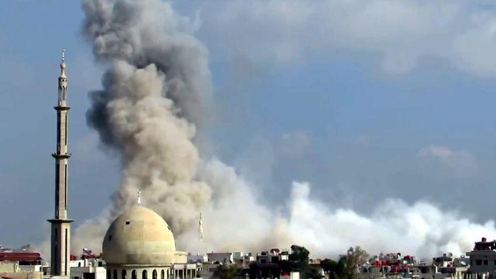 Un bombardement sur Alep (Syrie), le 29 janvier 2014. (ANADOLU AGENCY / AFP)