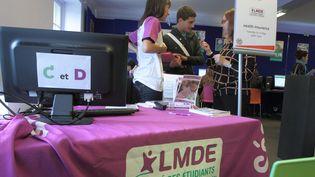Uneplateforme d'accueil d'étudiants mise en place par la mutuelle LMDE, le 17 septembre 2013 à Paris. (MAXPPP)