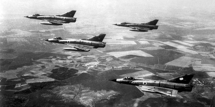 Mirage III israéliens pendant la guerre des Six-Jours. Après le bombardement des aéroports, l'aviation israélienne avait une totale maîtrise du ciel. (Leemage)