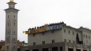 Soixante-quatorze militants du groupe d'extrême droite Génération identitaire ont envahi le chantier de la mosquée de Poitiers (Vienne), le 20 octobre 2012. ( AFP )