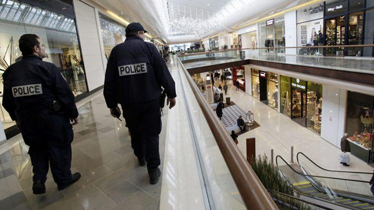 (100 millions d'euros de plus pour la sécurité dans les centres commerciaux © Maxppp)
