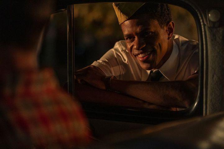 Jeremy Pope interprète le rôle d'Archie Coleman. Travailleur acharné, Noir et homosexuel, cet aspirant scénariste parviendra-t-il à s'imposer dans ce milieu très fermé ? (NETFLIX)