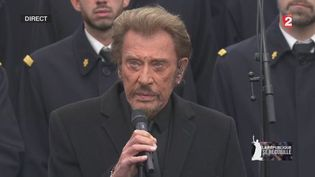 Johnny Hallyday chante Un dimanche de janvier le 10 janvier 2015 place de la République à Paris. (FRANCE 2)
