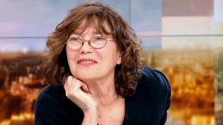 """Jane Birkin invitée sur le plateau de France 2 pour présenter son album et sa tournée """"Birkin, Gainsbourg symphonique""""  (France 2 / Culturebox)"""