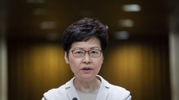 La cheffe de l'exécutif hongkongais, Carrie Lam, donne une conférence de presse le 26 novembre 2019. (NICOLAS ASFOURI / AFP)