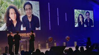 FrédériqueMisslin, directrice de la redaction de RFI recoit le prix à Bayeux (Calvados) ce samedi 10 octobre, aprés un message vidéo envoyé de Kabul par Sonia Ghezali (ERIC VALMIR / RADIO FRANCE / FRANCE INFO)