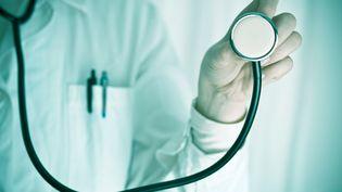 """Il faut patienter six jours pour voir son généraliste (au lieu de 4 en 2012), 57 jours pour un gynécologue, 50 pour un dermatologue ou 42 pour un cardiologue, selon l'étude Jalma publiée dans """"Les Echos"""" mardi 18 novembre 2014. (DANIELE CAROTENUTO PHOTOGRAPHY / FLICKR RF / GETTY IMAGES)"""