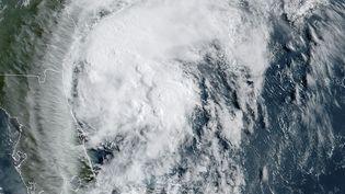 Un ouragan évolue dans l'océan Atlantique, le 3 août 2020. (HANDOUT / RAMMB/NOAA / NESDIS / AFP)