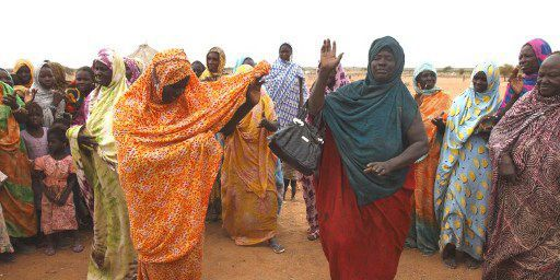 Fête dans le village de Foum Gleita, dans la région de Mbout (sud-ouest de la Mauritanie), le 13 août 2012. (AFP - Photononstop - Nicolas Thibaut)