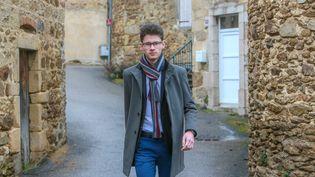 Hugo Biolley, élu maire de Vinzieux (Ardèche) à 18 ans, ici le 10 mars 2020. (NICOLAS GUYONNET / HANS LUCAS VIA AFP)