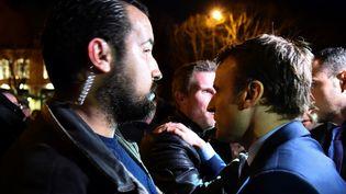 Alexandre Benallaaux côtés d'Emmanuel Macron lors d'une réunion de campagne, à Angers (Maine-et-Loire), le 28 février 2017. (JEAN-FRANCOIS MONIER / AFP)