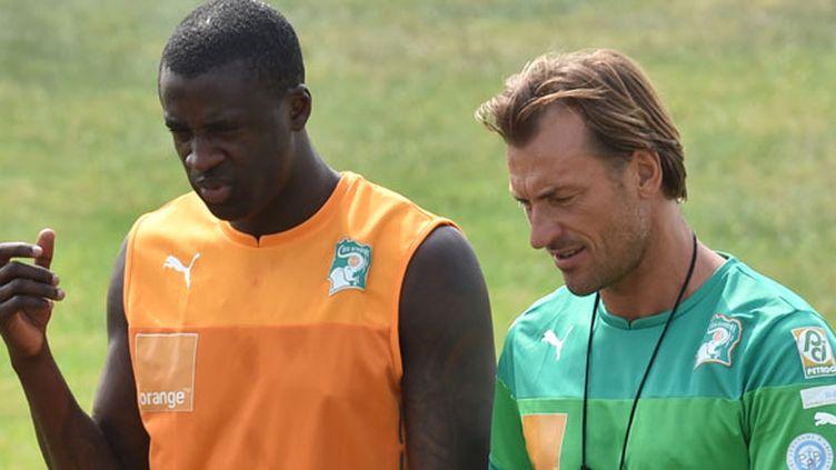 Yaya Touré, la star de la Côte d'Ivoire, en discussion avec son sélectionneur, Hervé Renard