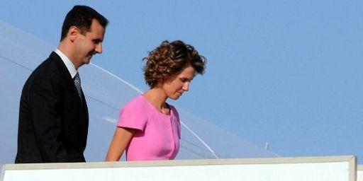 Le président syrien, Bachar El Assad, et son épouse Asma arrivant à Tunis le 12 juillet 2010. (AFP - STR)