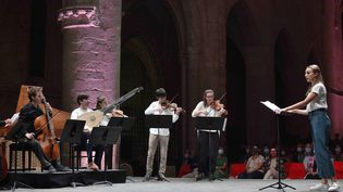 Lea Desandre et l'ensemble Jupiter dirigé par Thomas Dunford, le 18 septembre 2020 à Ambronay. (BERTRAND PICHENE)
