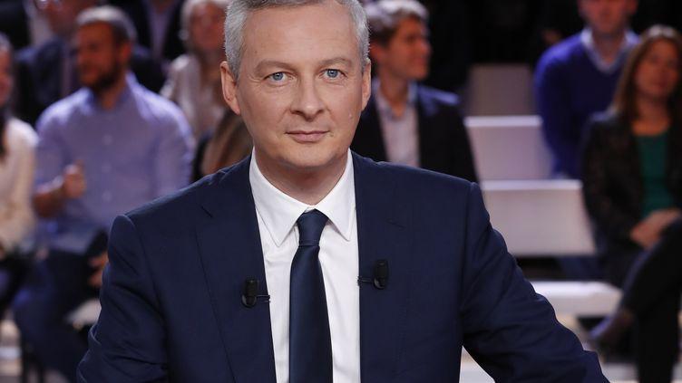 Bruno Le Maire, l'ancien ministre de l'Agriculture, sur le plateau de l'Emission politique de France 2, le 20 octobre 2016. (PATRICK KOVARIK / AFP)