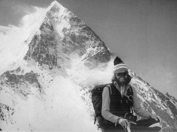 Reinhold Messner pose au sommet du K2, au Pakistan, le 12 juillet 1979. (AFP)