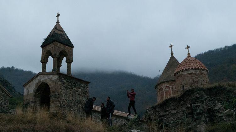 Le complexe monastique arménien de Davidank, situé dans une zone perdue par les Arméniens à l'issue de la guerre du Haut-Karabakh (12 novembre 2020). Le site a été placé sous surveillance de l'armée russe après le cessez-le-feu. (ARAM NERSESYAN / SPUTNIK / AFP)