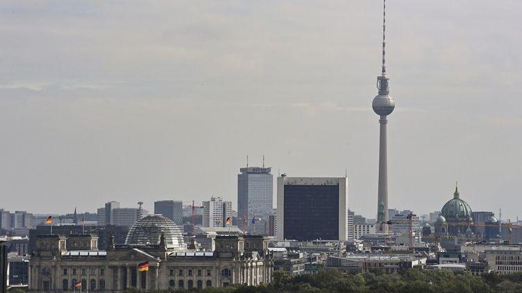 Vue sur le Reichstag et le Bundestag, à Berlin, le 9 septembre 2020. (TOBIAS SCHWARZ / AFP)