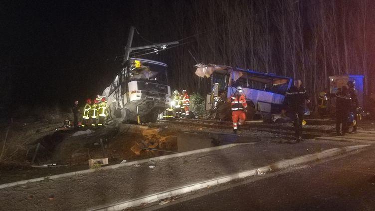 La collision entre un car scolaire et un train régional à Millas (Pyrénées-Orientales), le 14 décembre 2017, a coûté la vie àsix enfants. (MATHIEU FERRI / FRANCE-BLEU ROUSSILLON)