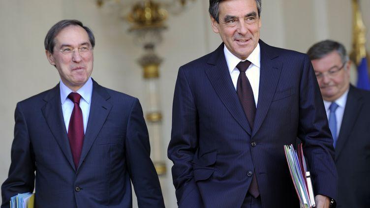 Claude Guéant (à gauche) et François Fillon à la sortie du conseil des ministres de l'Elysée à Paris le 14 septembre 2011. (ERIC FEFERBERG /AFP)