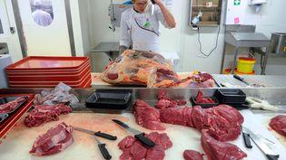 De la viande préparée dans un supermarché du Doubs, le 1er mars 2013. (SEBASTIEN BOZON / AFP)