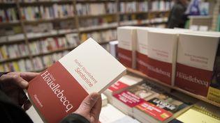 """""""Sérotonine"""" de Michel Houellebecq dans une librairie parisienne.  (Thomas SAMSON / AFP)"""