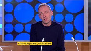 """Culture : dans """"Notre joie"""", François Bégaudeau dépeint une société faite """"de mots"""" (FRANCEINFO)"""