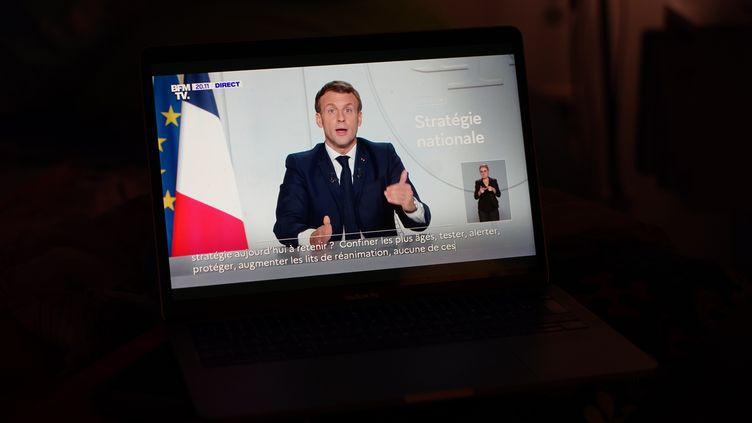 Emmanuel Macron lors de son allocution depuis l'Elysée (Paris) sur le reconfinement face à la seconde vague de Covid-19, le 28 octobre 2020. (MYRIAM TIRLER / HANS LUCAS / AFP)