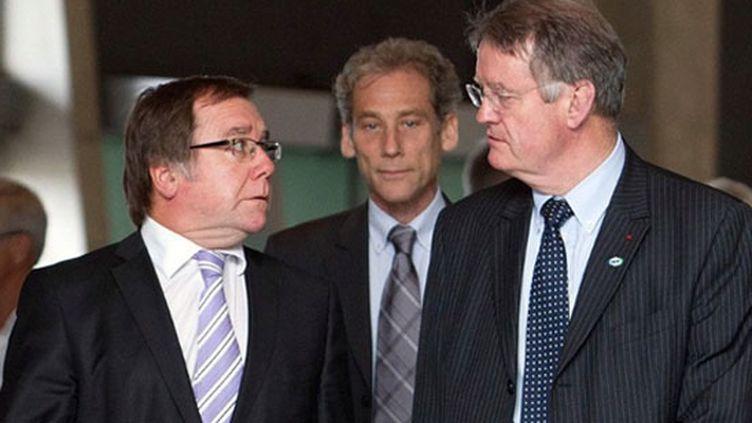 Bernard Lapasset, président français de l'International Board (à droite)