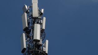 Une antenne 5G à Pékin le 24 septembre 2020. (NICOLAS ASFOURI / AFP)