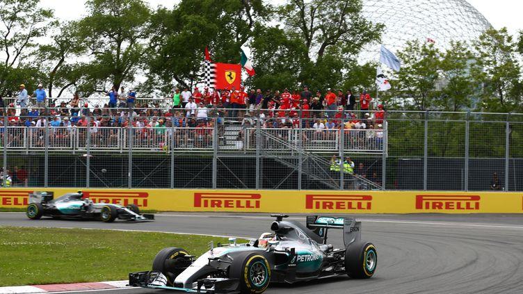Lewis Hamilton devance son coéquipier chez Mercedes Nico Rosberg  (CLIVE MASON / GETTY IMAGES NORTH AMERICA)