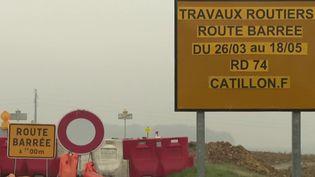 Partout en France, les nids-de-poule et autres ornières sont de plus en plus nombreux. (France 2)