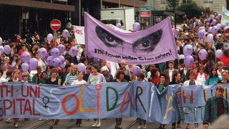 Le 14 juin 1991, 500.000 femmes ont manifesté en Suisse pour demander plus d'égalité avec les hommes. (STR / MAXPPP)