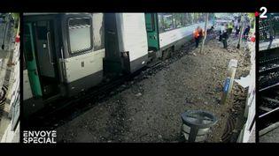 ENVOYÉ SPÉCIAL / FRANCE 2.Passage à niveau dangereux : quand un train percute un semi-remorque (CAPTURE D'ECRAN ENVOYÉ SPÉCIAL  / FRANCE 2)
