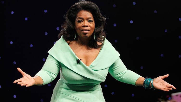 L'animatrice Oprah Winfrey présente son émission, le 20 octobre 2012 à Los Angeles. (BEN ROSE / WIRELMAGE / GETTY IMAGES )