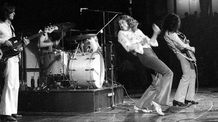 Led Zeppelin sur scène au Royal Albert Hall de Londres en 1970. Au premier plan, John Paul Jones, Robert Plant et Jimmy Page  (Ray Stevenson / Rex Fea / Rex / Sipa)