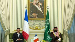 Manuel Valls et le ministre saoudien de la Défense, Mohamed Ben Salman Al-Saoud,à Riyad, le 13 octobre 2015. (KENZO TRIBOUILLARD / AFP)
