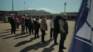 Le stade Vélodrome a été réquisitionné pour vacciner contre le Covid-19 les personnes de plus de 75 ans et celles de plus de 50 ans avec comorbidités. 500 vaccins devraient être administrés, lundi 15 mars. (FRANCE 2)