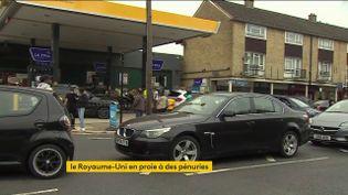 Des pénuries d'essence qui provoquent des embouteillages au Royaume-Uni (FRANCEINFO)