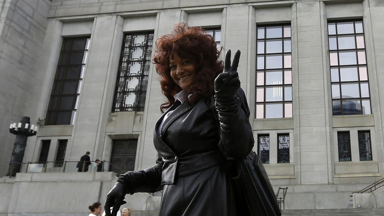 La militante canadienne Terri-Jean Bedford devant la Cour suprême, à Ottawa, capitale du Canada, le 13 juin 2013. (CHRIS WATTIE / REUTERS)