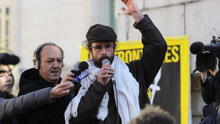 Cédric Herrou, devant le tribunal de Nice, le 4 janvier 2017. (VALERY HACHE / AFP)
